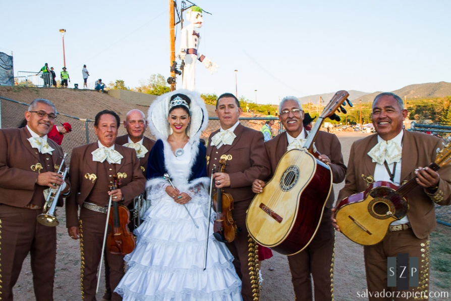 2013 Fiestas de Santa Fe Queen Kristy Ojinaga y Borrego poses with members of Mariachi Buenaventura.